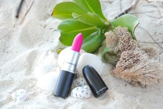 Vanessa wearing MAC Lipstick - Candy Yum Yum Eyeshadow from Sephora makeup palette